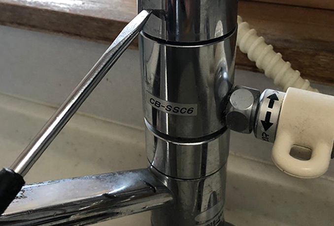 固着した分岐水栓の取り外しと卓上食洗機撤去